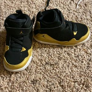 Size 7 black and gold